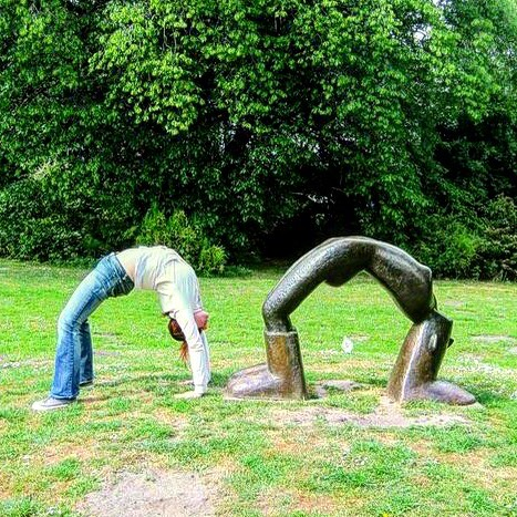 Learn to bend so you won't break. . Learn to be still and meditate when times are good, so maybe when you're in stress it doesn't turn to duress. . And when your human self breaks anyway or can't sit still, meet it with kindness. . We are in this journey together, we want to happy, healthy, peaceful and free. . And without a doubt, you're doing the best you can. Recommitting to yourself with kindness each day, it might change your life. At the very least, opening your heart. . . 📸 Amsterdam, May 2009