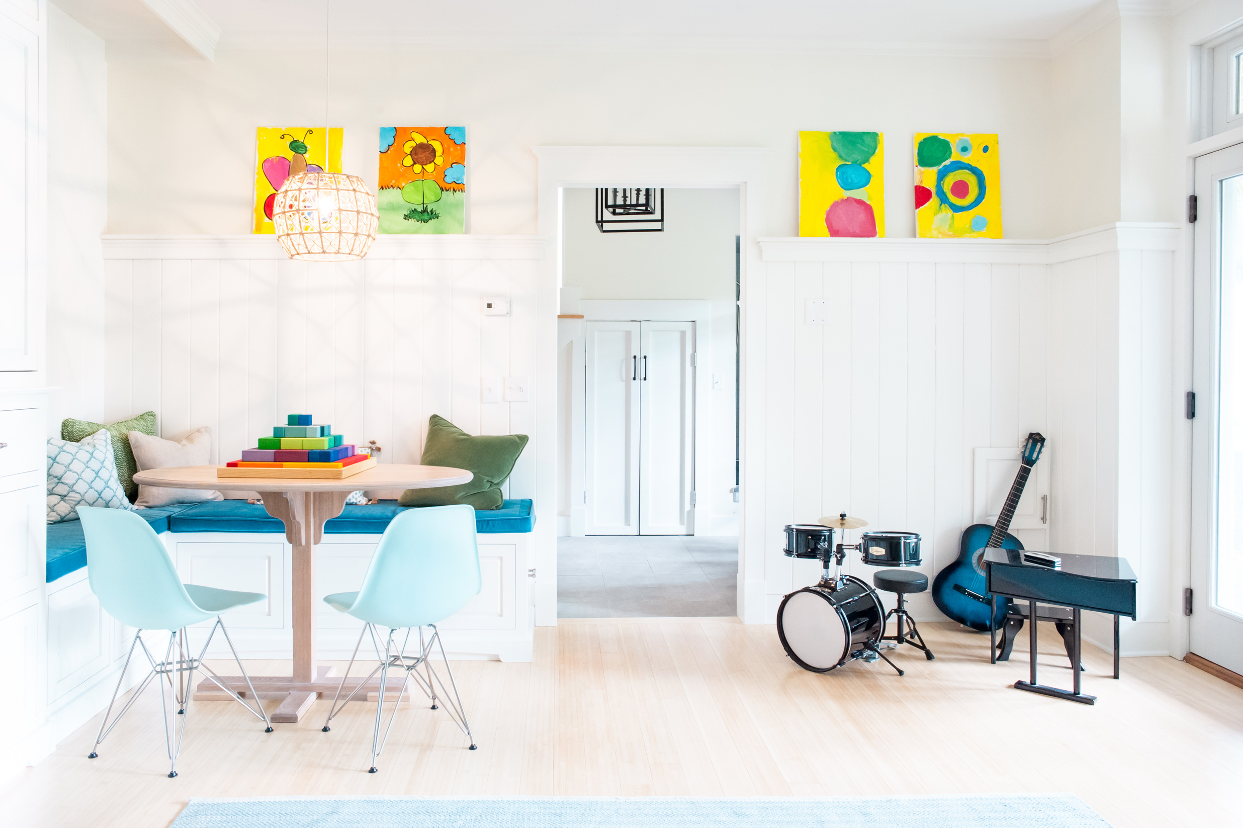 room_with_table_and_instruments