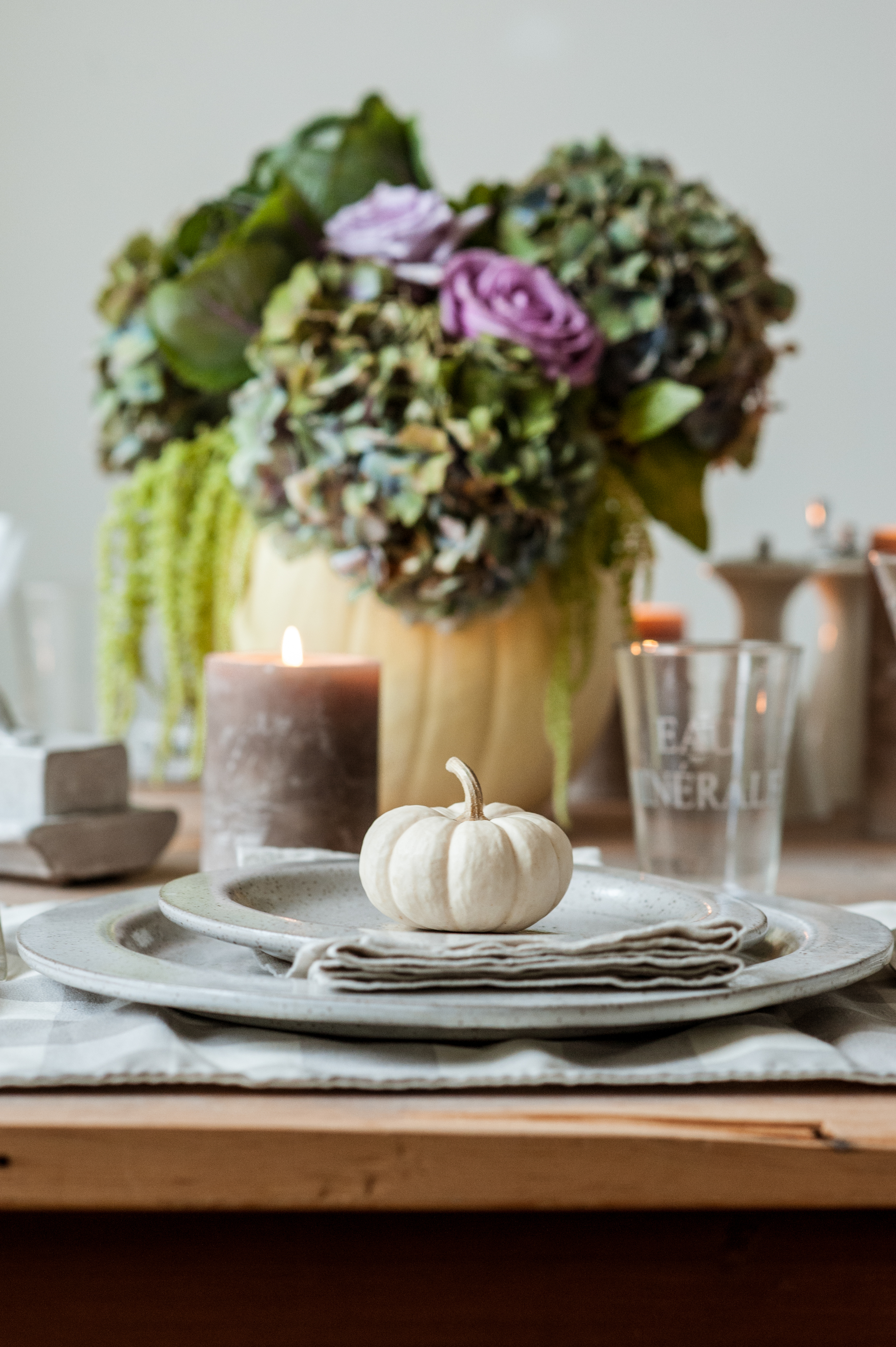 dishes_pumkin_and_candle_on_table_with_flowers