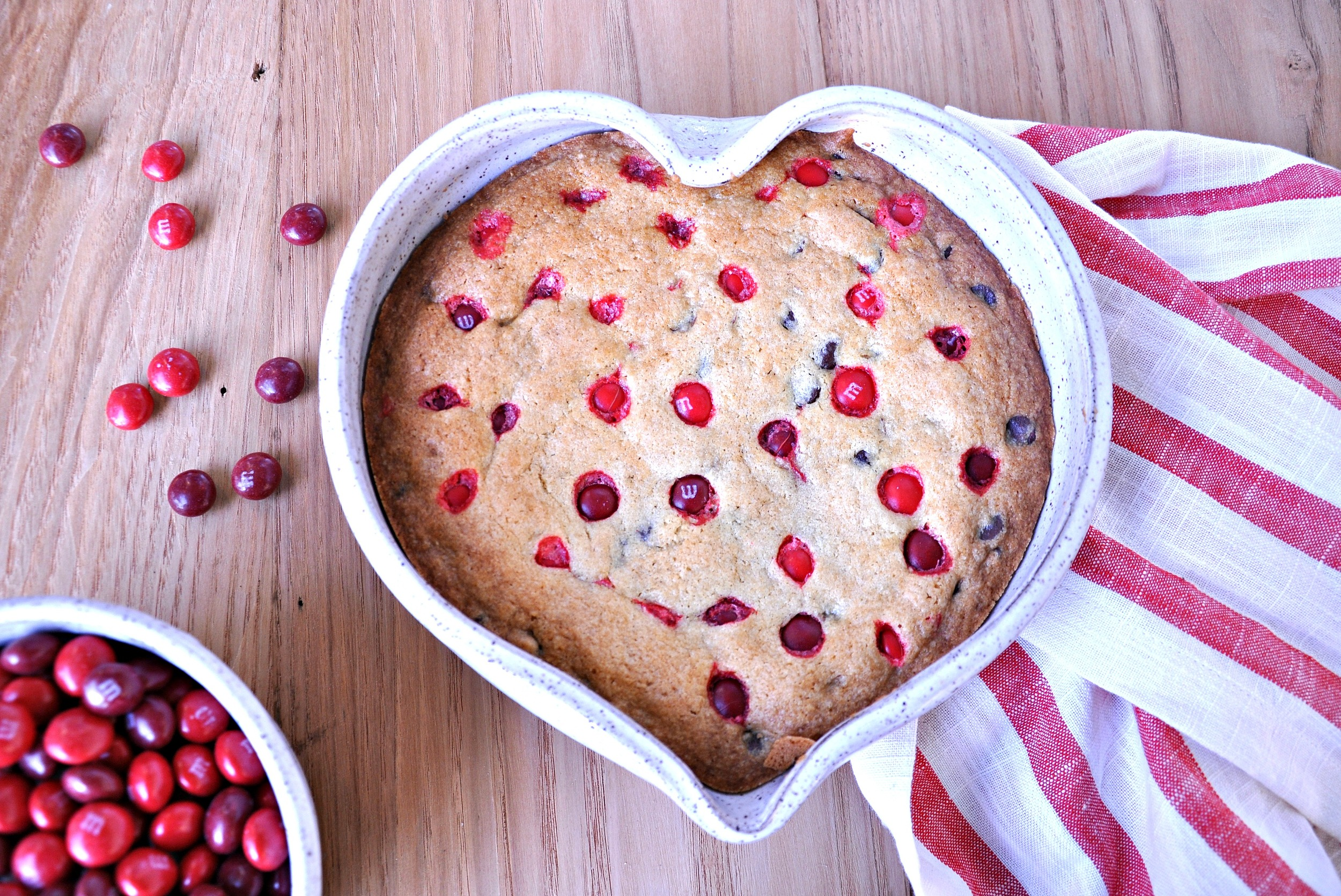 heart_shaped_cookie_cake