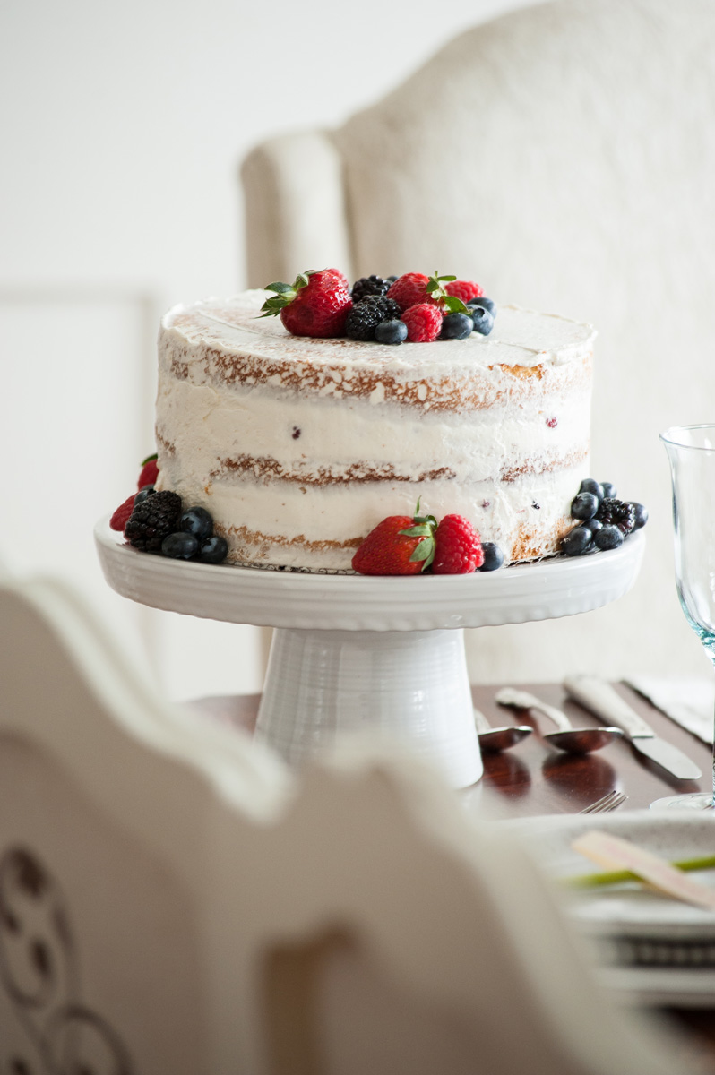 cake_with_berries