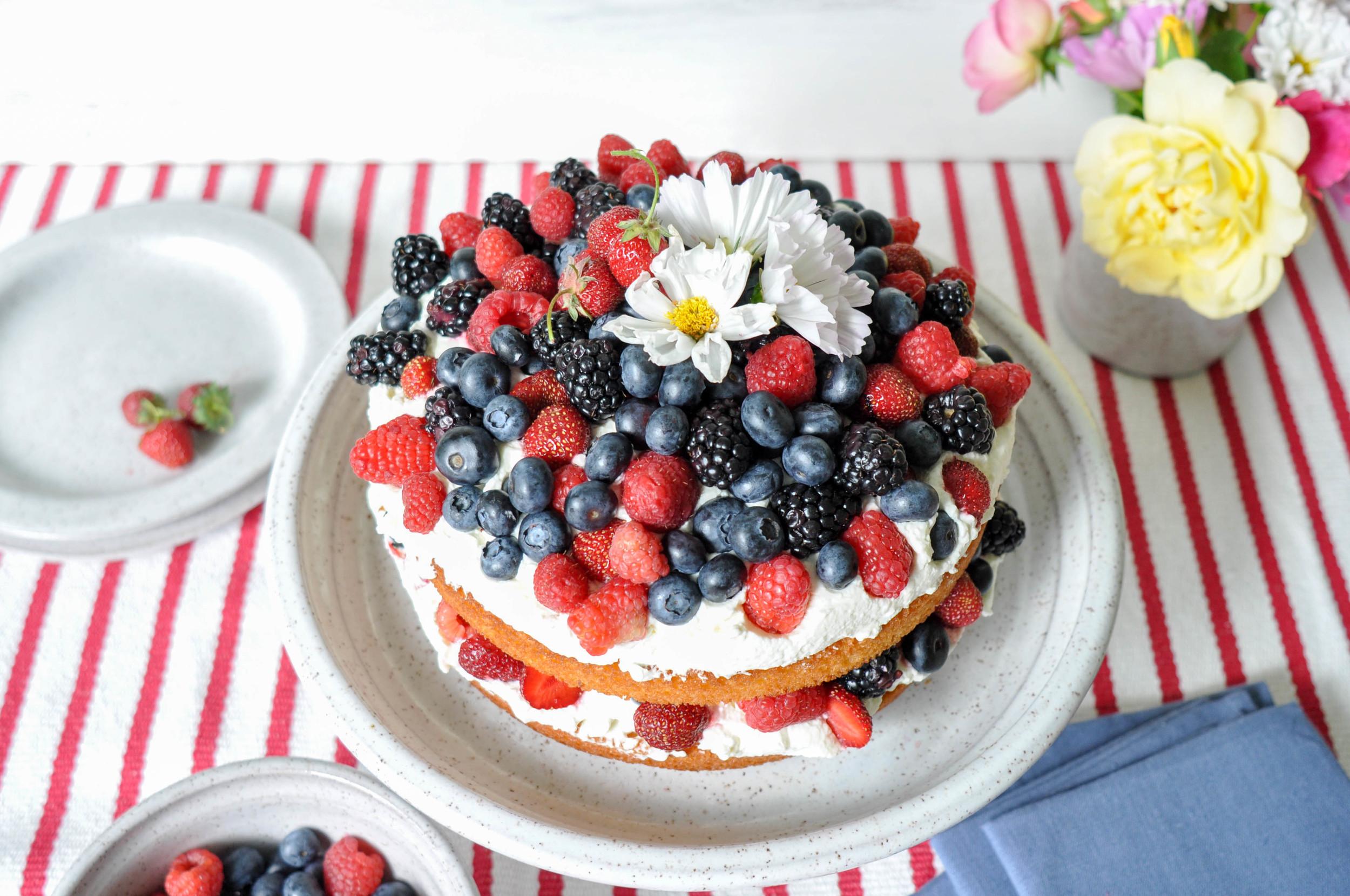 lemon-cake-naked-berries-fourth-of-july-cake-stand-white
