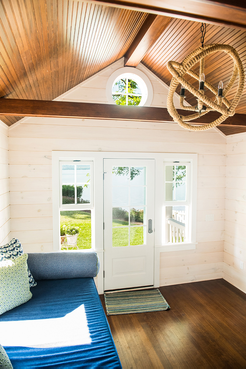 bunkhouse-interior-beadboard-ceiling-round-window