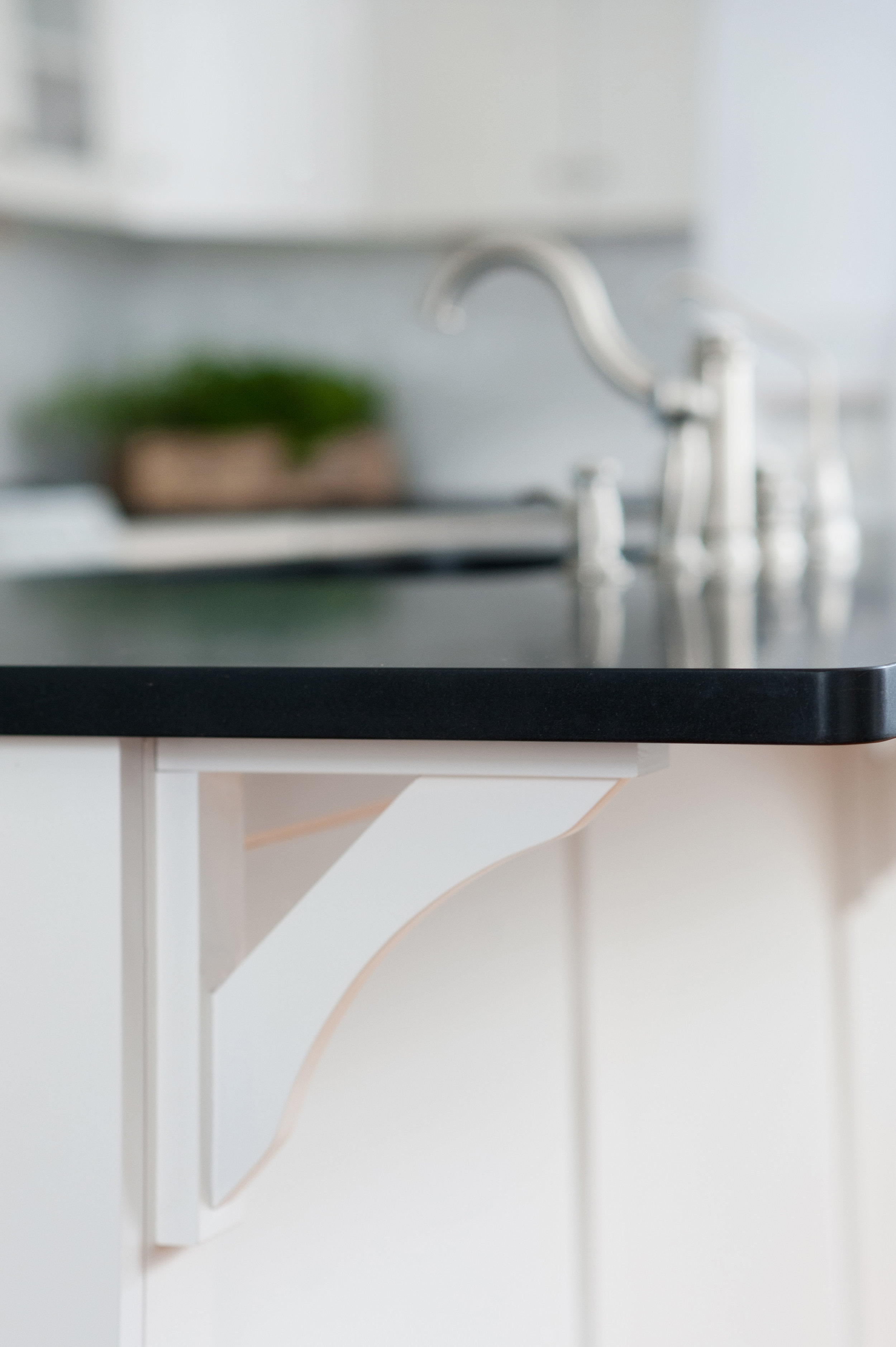 white-kitchen-bracket