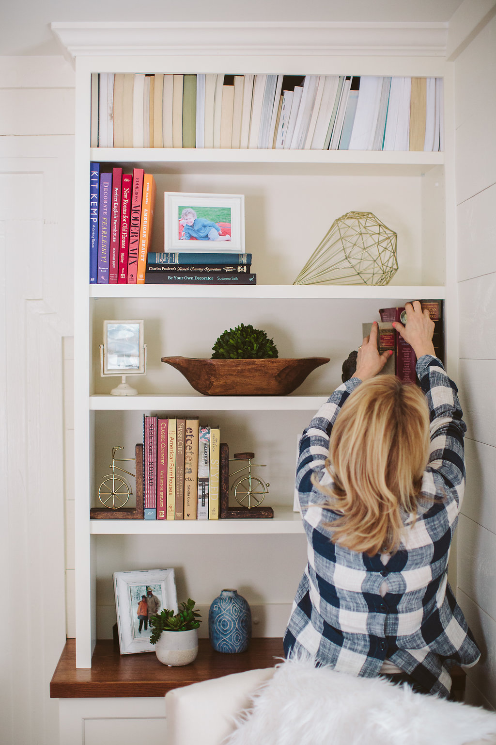 how-to-style-a-bookshelf