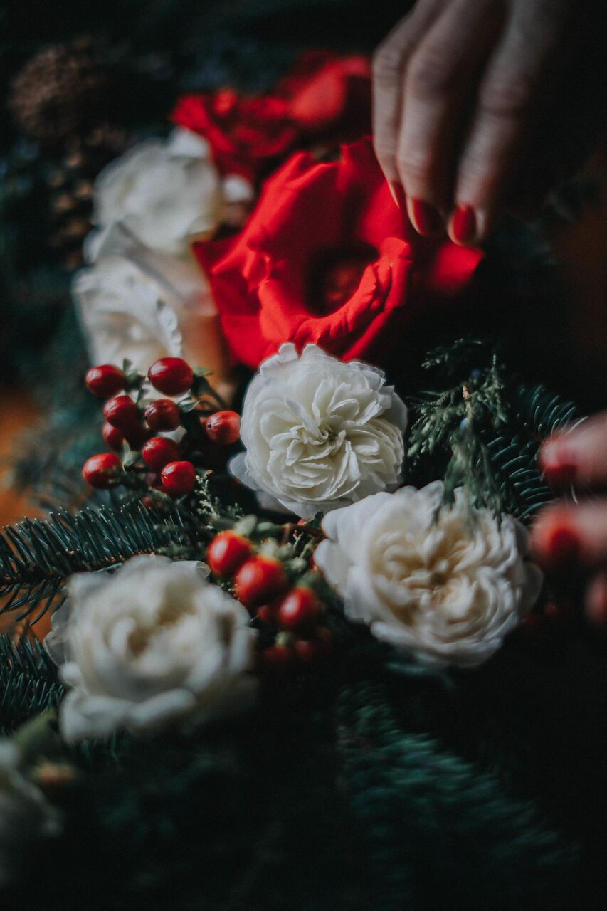 How-to-make-a-holiday-evergreen-wreath-with-roses