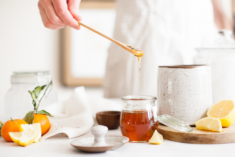 Use it every day or just to adorn your kitchen counter, The  Farmhouse Honey Pot and Wooden Dipper  set adds true farmhouse charm to any home.
