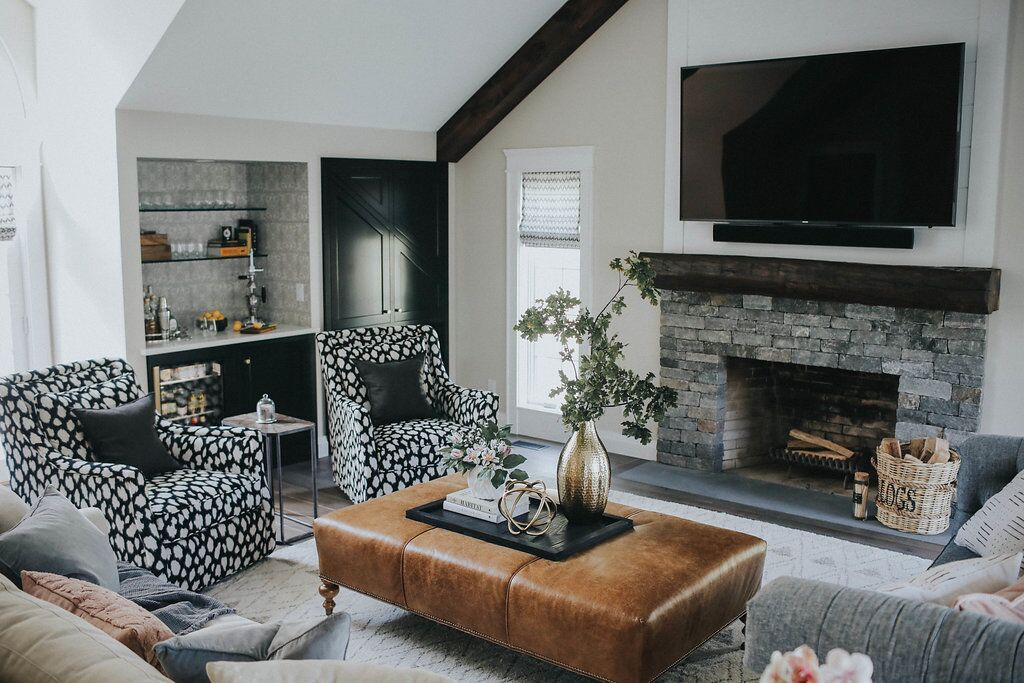 Living Room mantle and beam