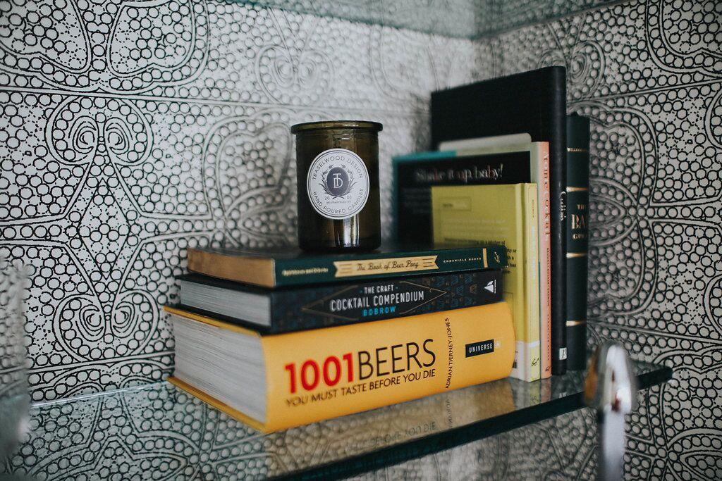 wallpaper bar