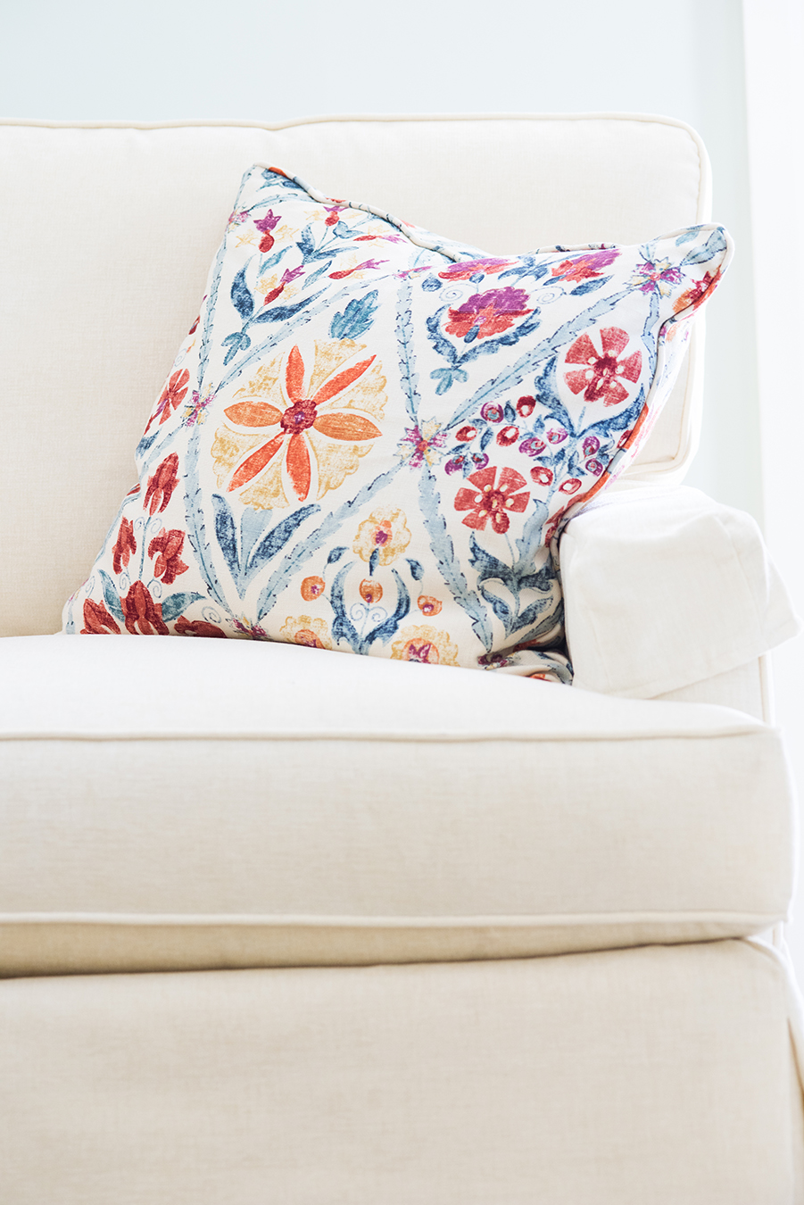 decorating-with-pillows