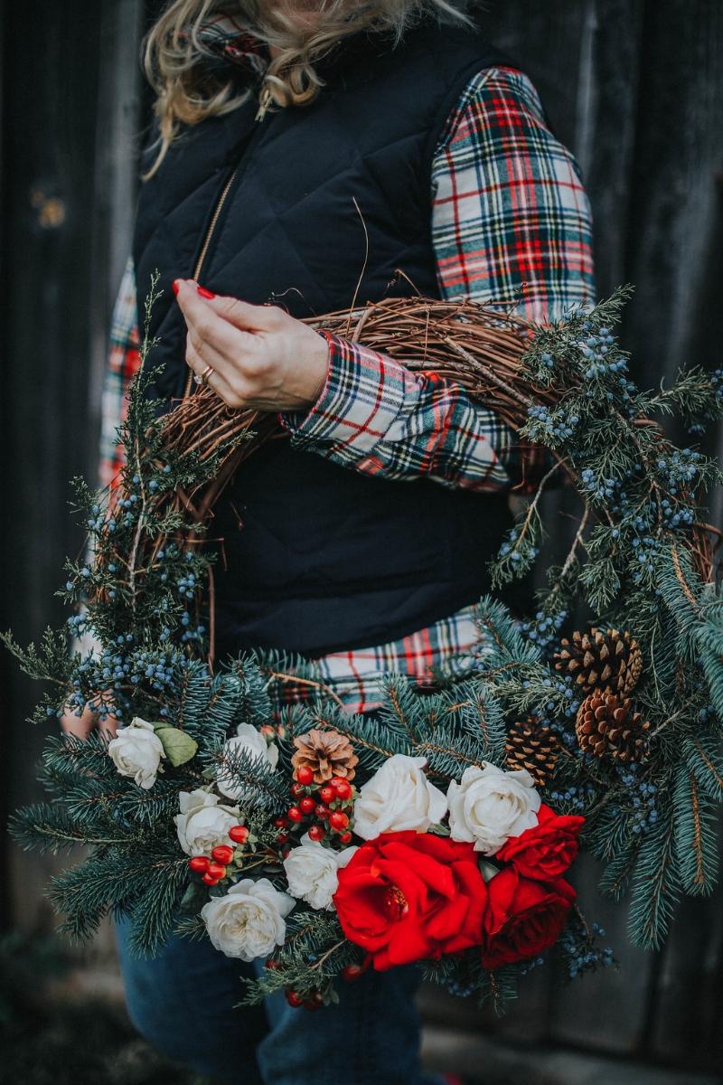 teaselwood-design-christmas-wreath-fresh-flowers