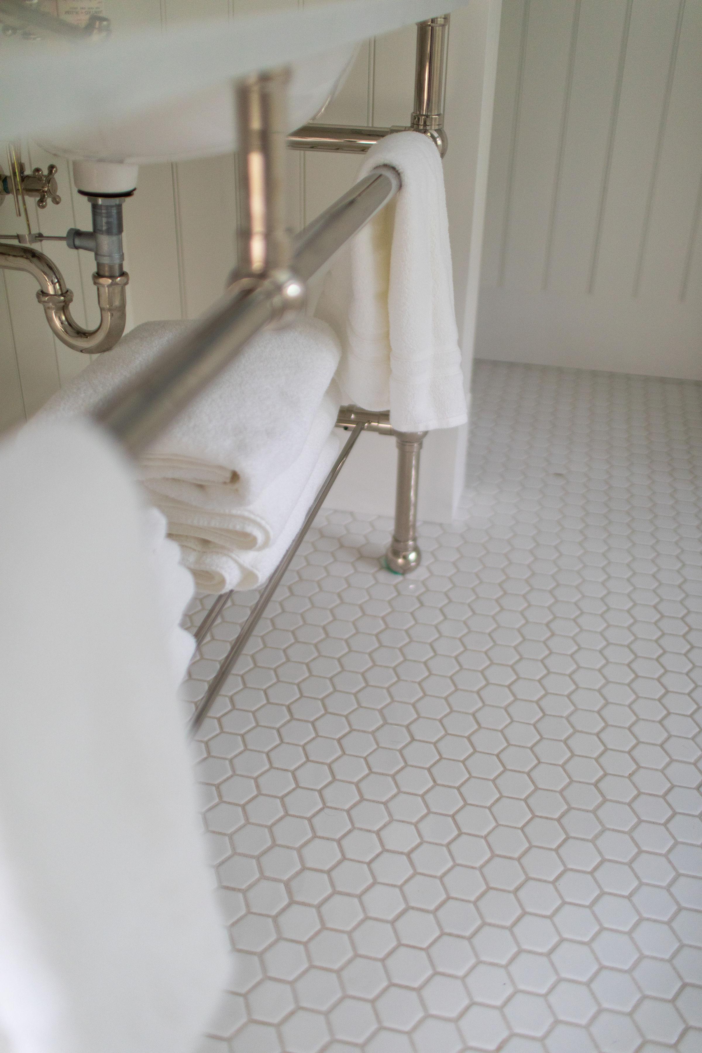 vanity-cottage-bathroom