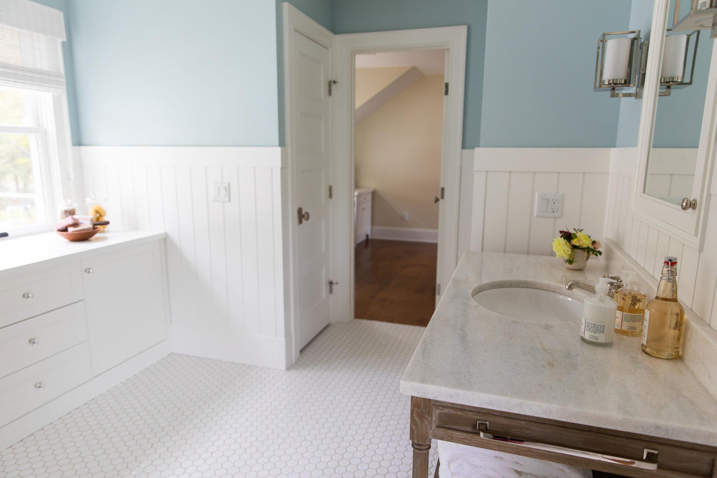Cottage-bathroom-design