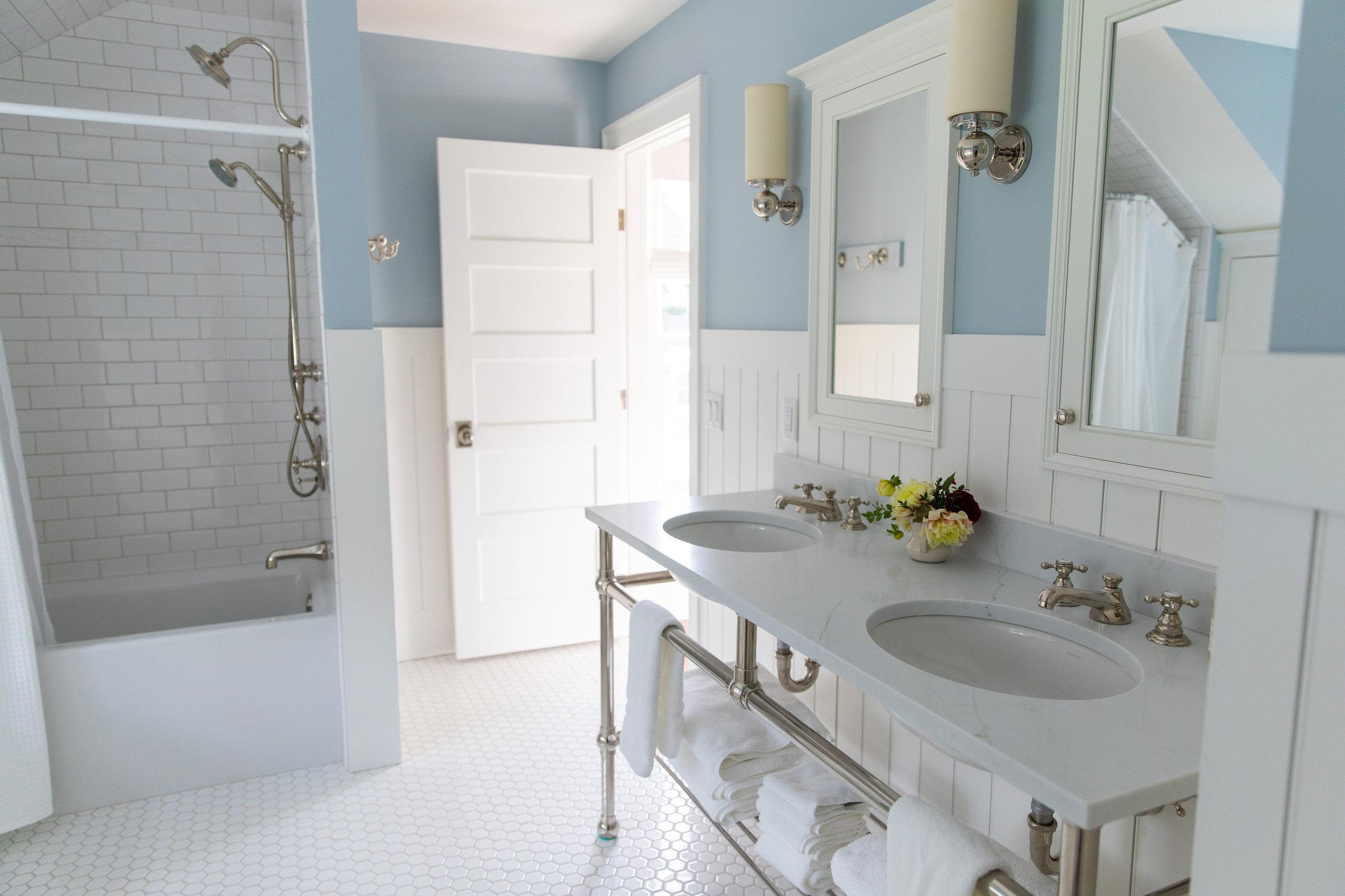 vintage -cottage-bathroom