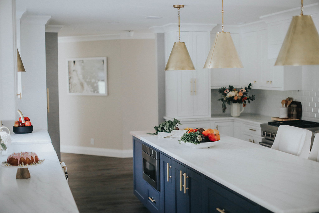 how to choose the right size light fixture for over a kitchen island