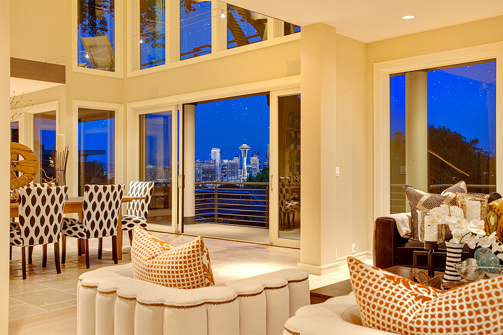 livingroom-dusk_mls.jpg