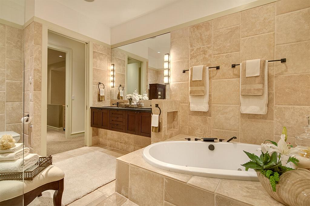 masterbathroom3_mls.jpg