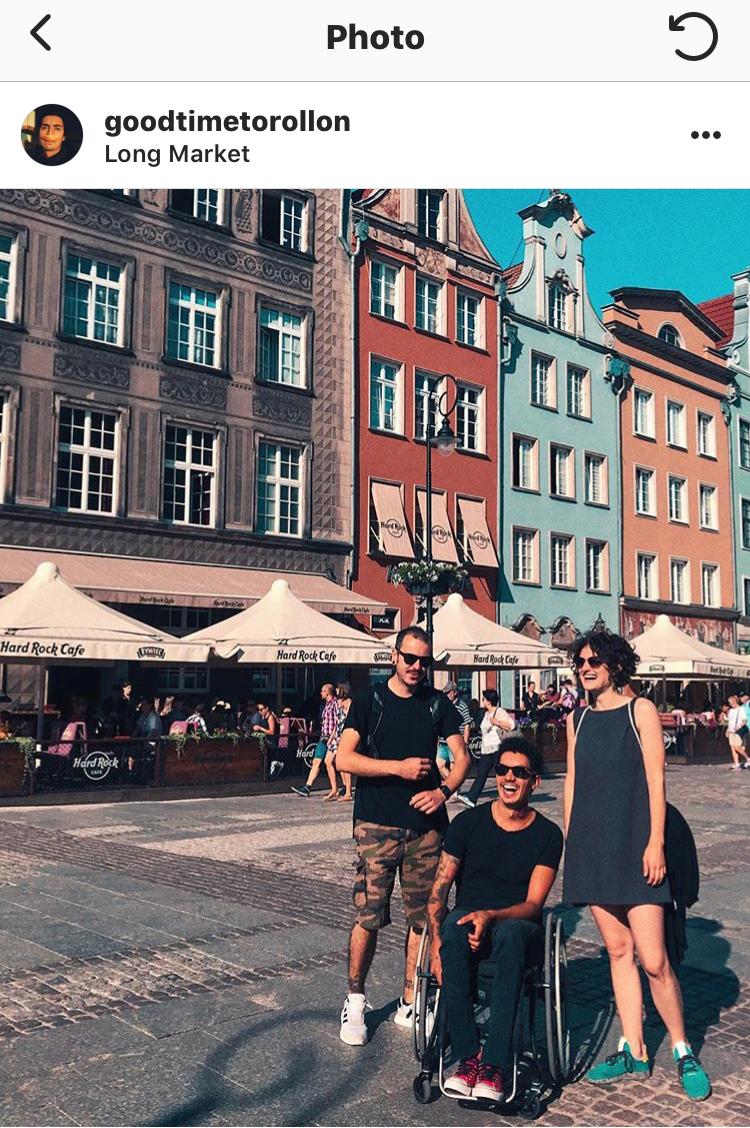 Fil's little dance in Old Town's main street