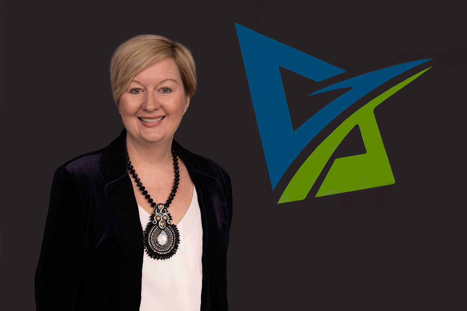 Wendy Plandowski: BA   Wendy is a partner at BreakPoint Solutions; she is an experienced leader, facilitator and speaker.