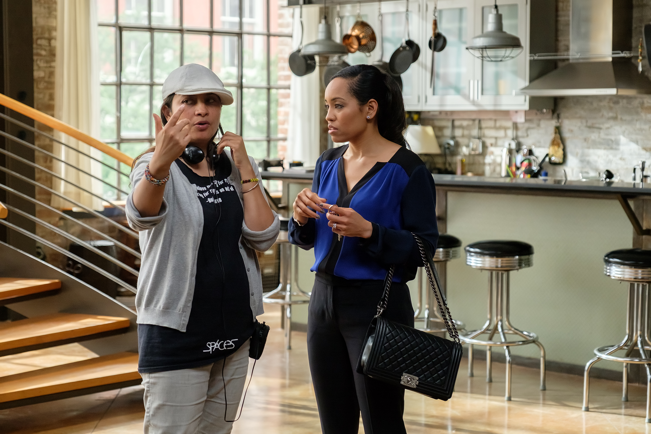 Aurora Guerrero, left, directing Dawn-Lyen Gardner. Photo by Alfonso Bresciani ©2017 Warner Bros. Entertainment Inc.