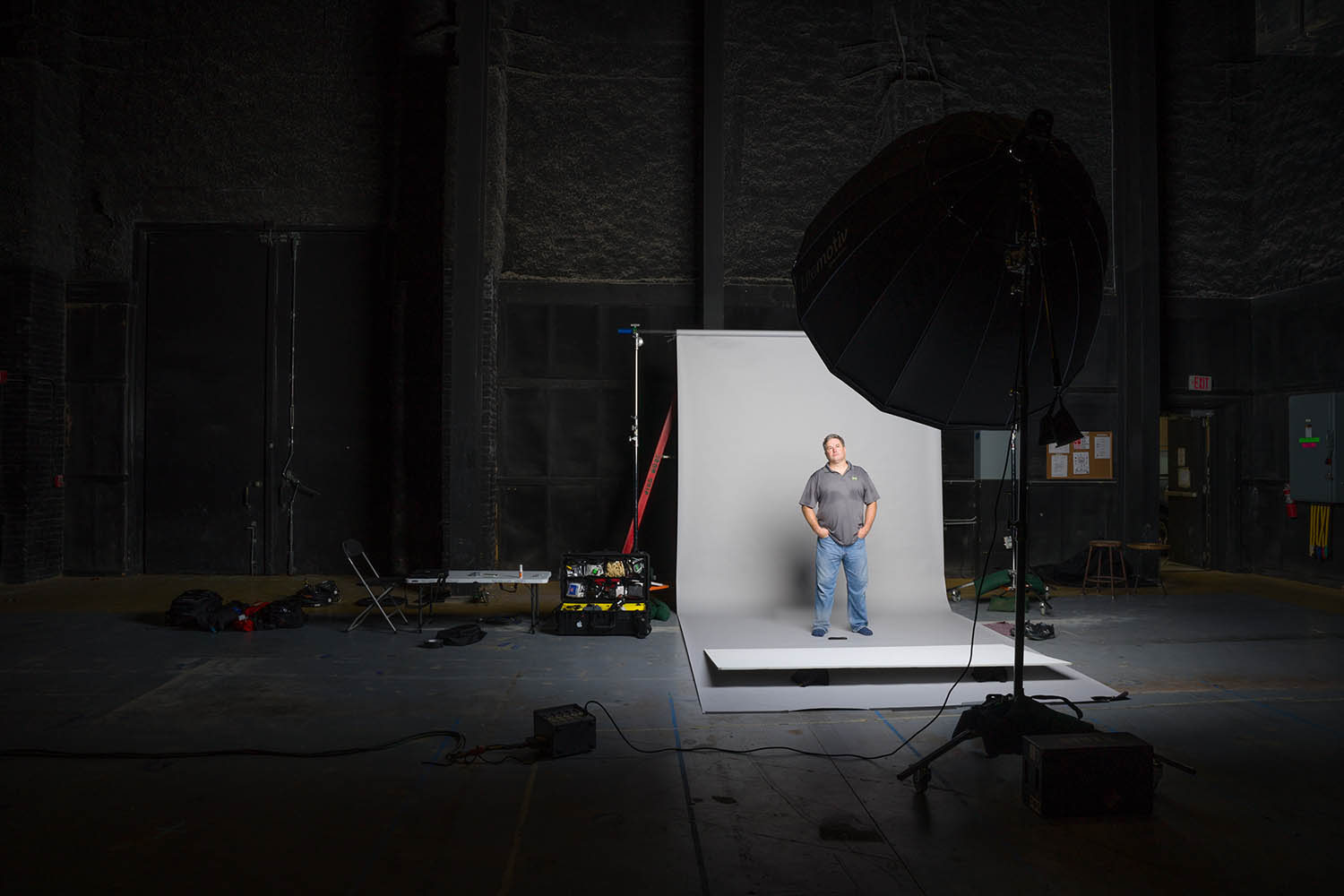 Special stills shoots, set dressing props, HMUW test/approval for TV Series and Feature Films. Lighting kit includes multiple strobes, modifiers, c-stands, seamless, tethered laptop etc.