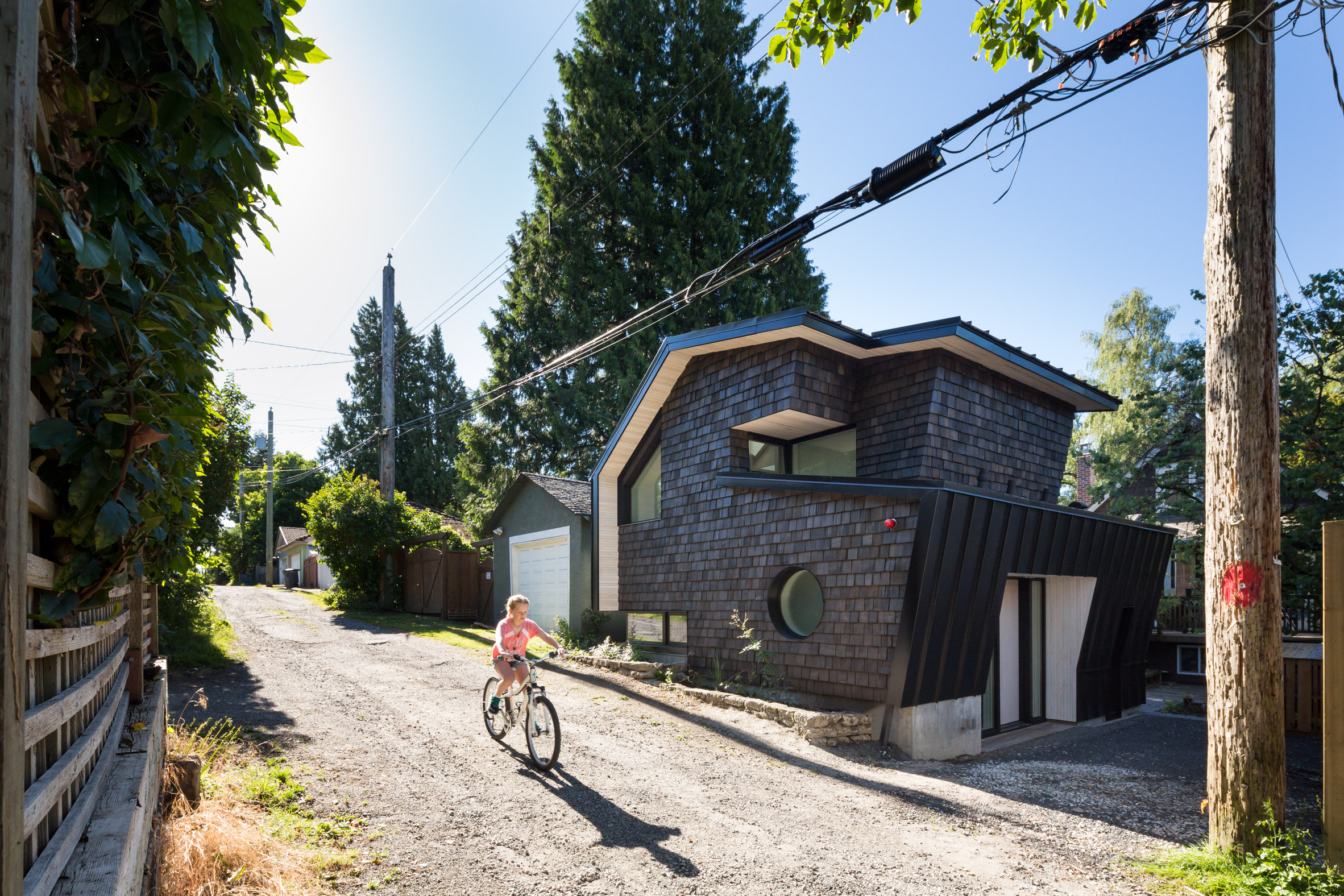 point-grey-laneway-campos-studio-residential-architecture-canada-vancouver_dezeen_2364_col_0.jpg