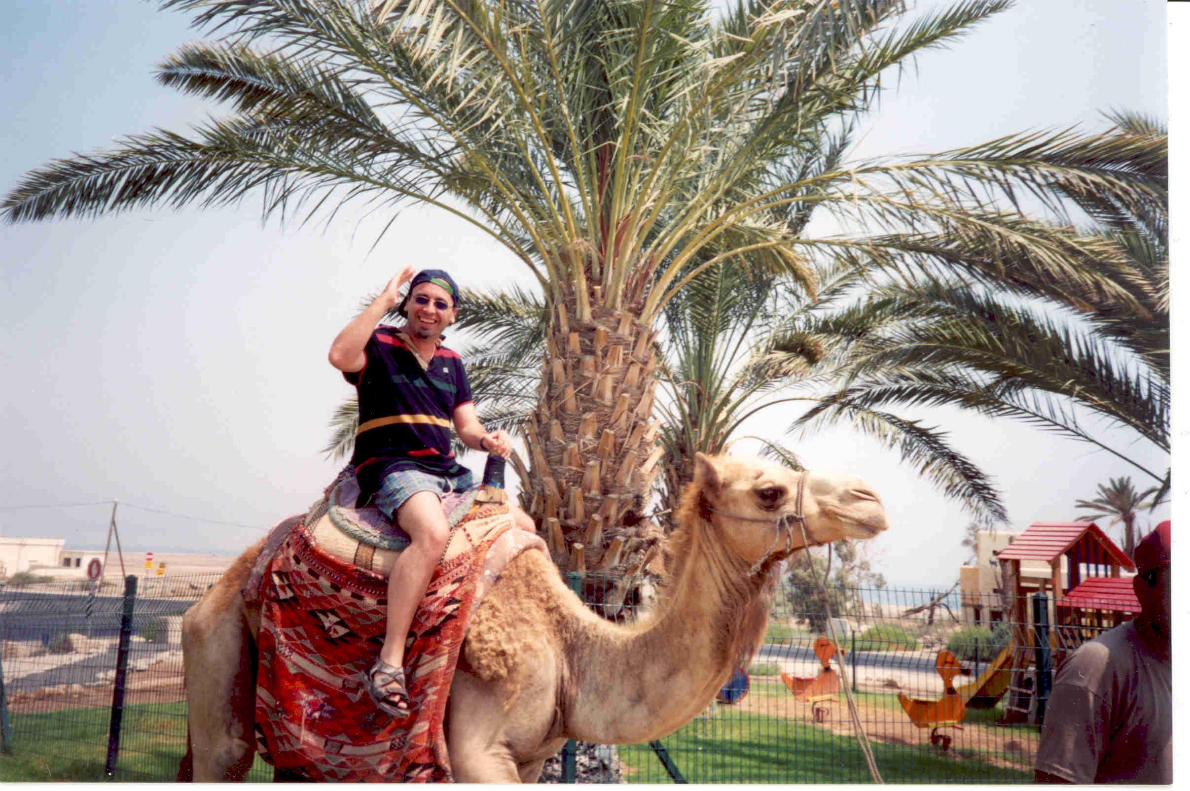 Oscar en camello.jpg