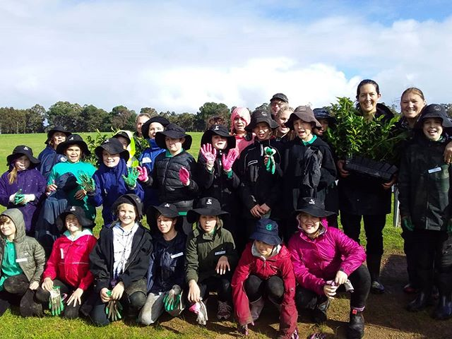 Perfect planting weather this morning with the Augusta Primary school students who are learning all about landcare with Nature Conservation's 'Our Patch' program. This enthusiastic bunch has seen the whole reveg process with this project - they seeded the peppi trees at the Augusta Community nursery months earlier and today got to plant them out along a local creekline.  Great stuff! #regionalestuariesinitiative #landcare #treeplanting #communitylandcare #planting