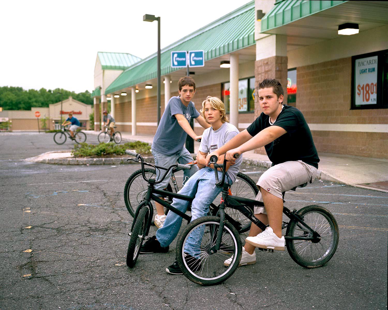 3boysonbikes001.jpg