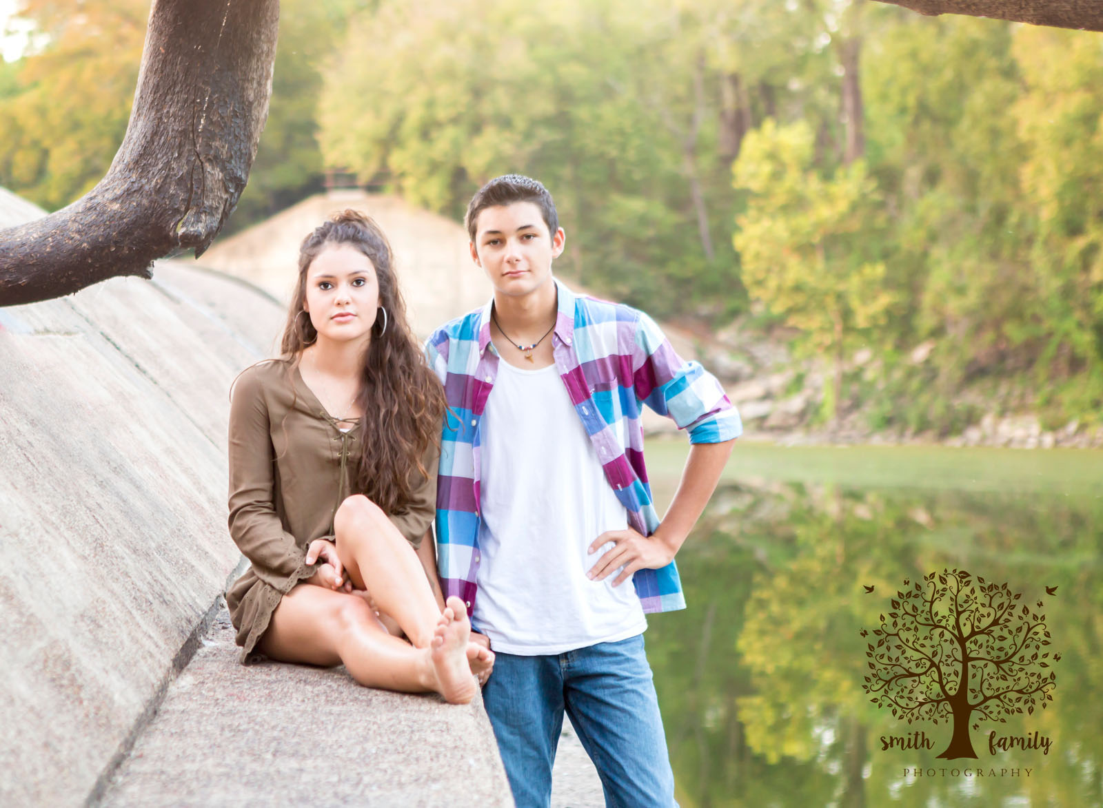best_friends_share_a_senior_session_smith_family_photography_texas