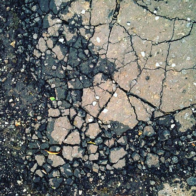 Cracked #100days #100dayproject #100daysoflookingdown — #citykillerz #illgramers#way2ill #agameoftones#urbex#createexplore#exploretocreate #streetactivityteam#neverstopexploring#featuremeinstagood #igersone#streetshared #streetmobs #urbanphotography