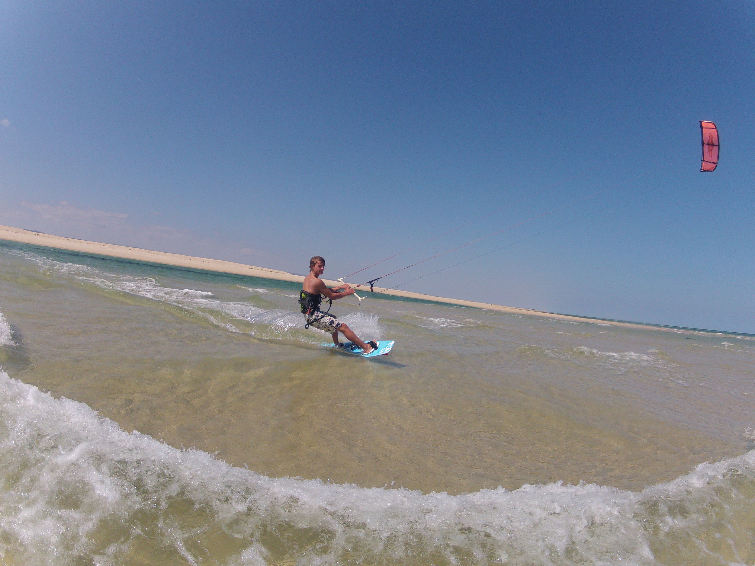 Kitesurfing in clear, clean water - Fuzeta Beach