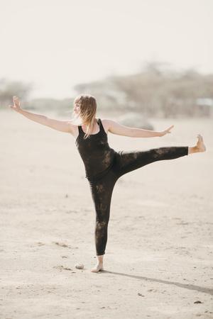 Nicole+Ens+-+desert+dance+3.jpg