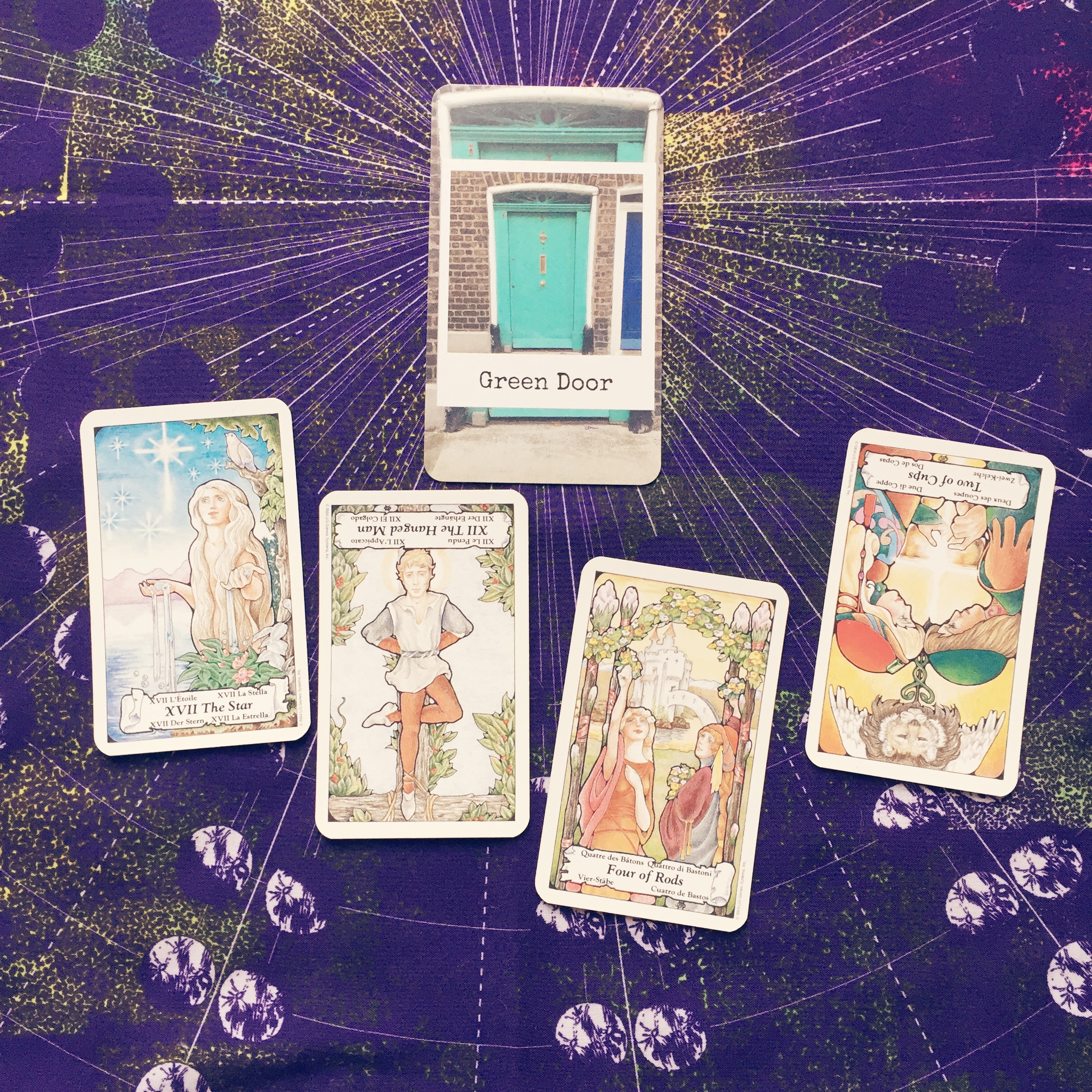 The   NewAgeHipster InstaOracle   + The Hanson Roberts Tarot x