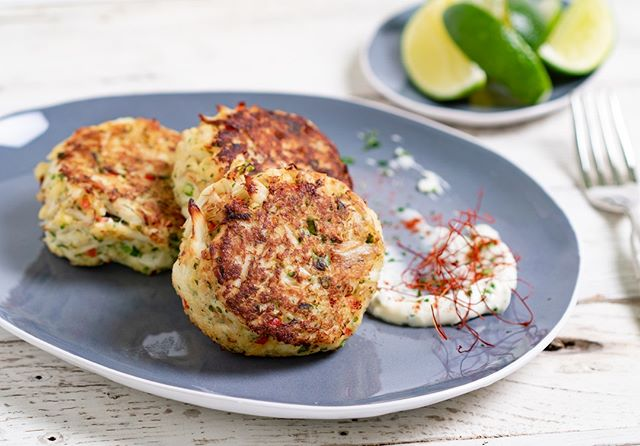 Looking for a quick and healthy meal? How about our crab cakes with a tangy dip? Give them a nice generous squeeze of lime juice and these bad boys will rock your evening! . . . #crabcakes #feastordie #instafood #vscofood #foodlover #williamssonoma #f52grams #rezeptdestages #recipeoftheday #treatyoself #lifeandthyme #rezeptebuchcom #hungrygrls #foodblogliebe #instayum #devourpower #hautecuisines #beautifulcuisines #recipeofinstagram #chefmode #foodphotography #feedfeed #nomnom #liebegehtdurchdenmagen #quickandeasy #lowcarb #healthyish #healthydinner #crab @rezeptebuchcom @food52 @williamssonoma @thebakefeed @thefeedfeed @ich.liebe.foodblogs @foodblogliebe