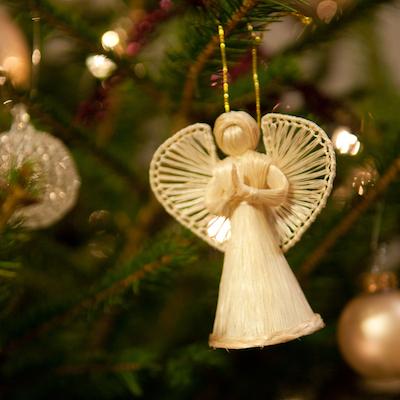 Angel_on_a_Christmas_tree_(5274608959).jpg