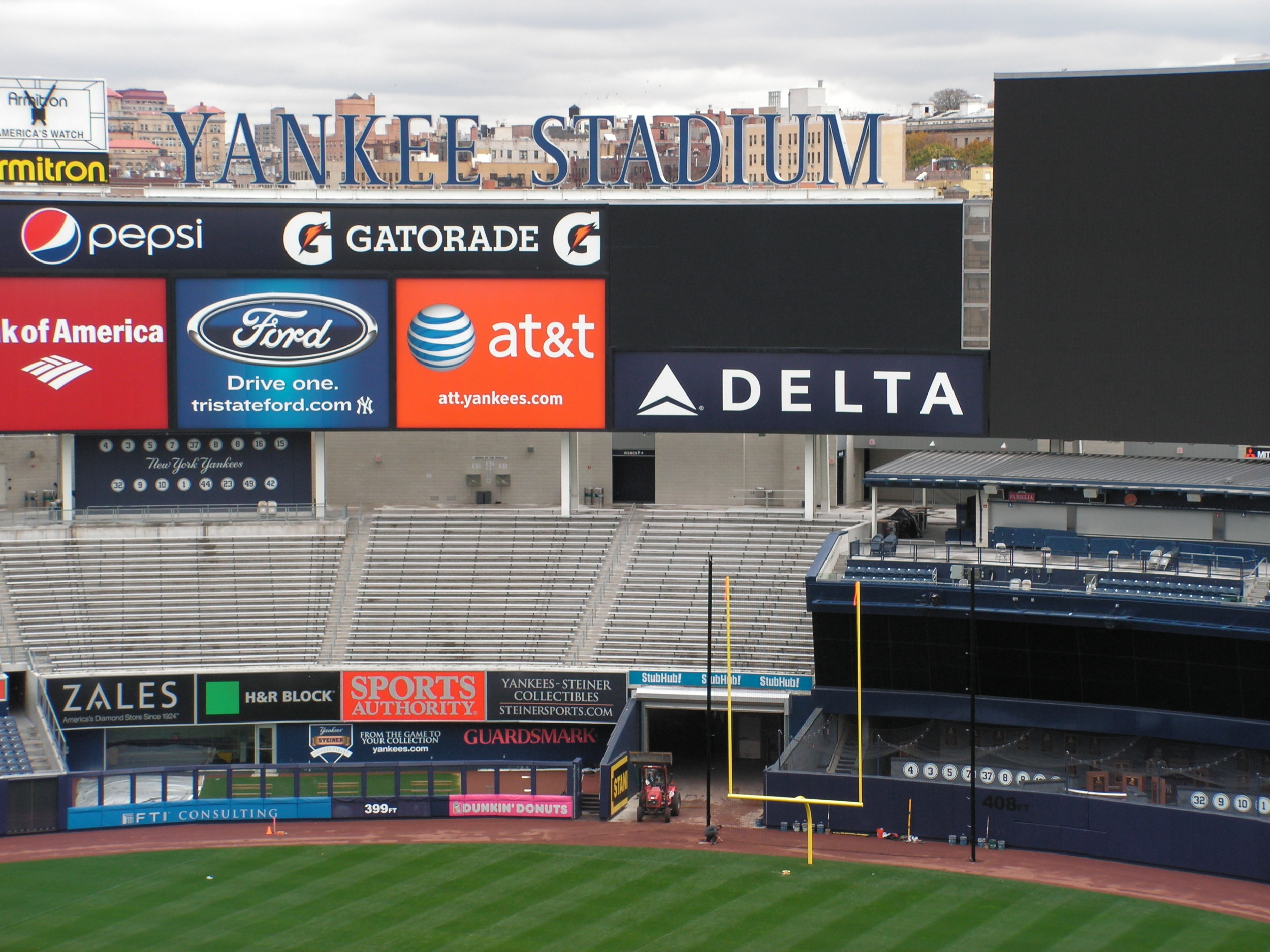 Goal Posts at Yankees Stadium 2.jpg