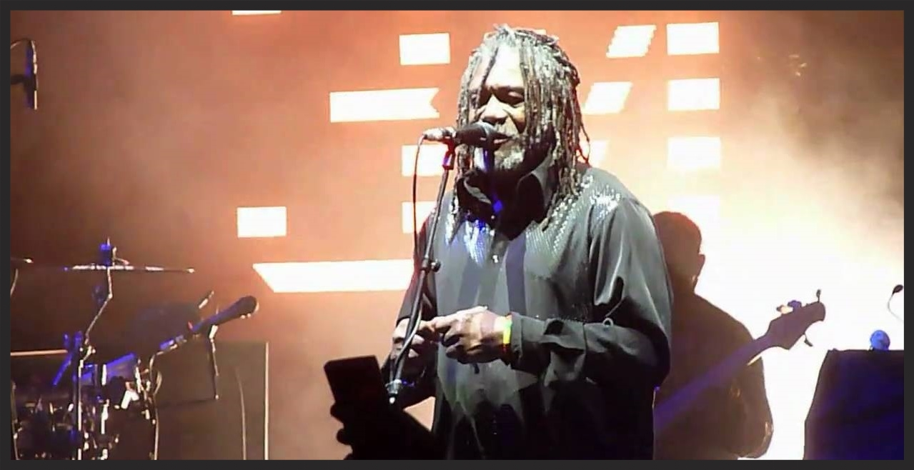 Horace Andy performing Girl I Love You live while on the Heligoland tour in 2010. During the live performance, the LED screen would display current statistics and facts related to whatever country the band were performing in that night.