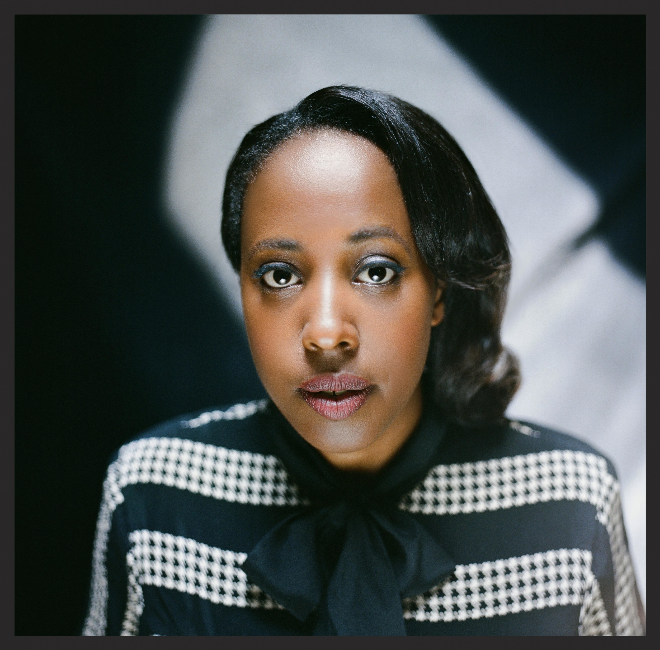 Canadian soul singer  Cold Specks  (Ladan Hussein) provided additonal backing vocals on Dead Editors.