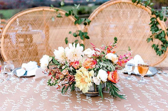 Throw some Mexican food on this table with a pitcher of margaritas and we'll have the perfect setup! 🌮 • • • • Florals: @designed2perfection  Rentals: @borrowedtreasurestx  Calligraphy: @carrieelliscalligraphy  Venue: @diamondh3ranch p