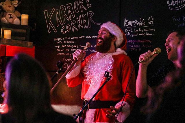 St Jock, the host at our Bothy Nights Xmas pop-up, 'avin it on the karaoke 🎤. He exclusively sings The Spice Girls back catalogue. . . . . . 📸: @bencphoto #scottishfood #thisislondon #timeoutlondon #karaoke #londonist #popup #christmasparty #londonblogger #londoneats