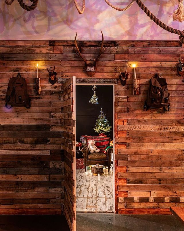 St Jock's bothy. You can bet your ass there's a naughty/nice list in there. . . . . #christmas #popup #bothynights #xmasinlondon #londonist #scottish #scottishfood #londonist #festive
