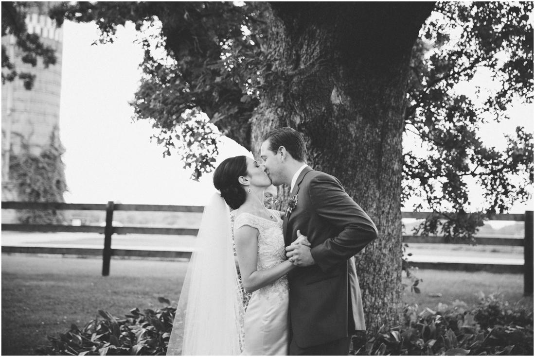 Indiana_barn_Wedding-118.jpg