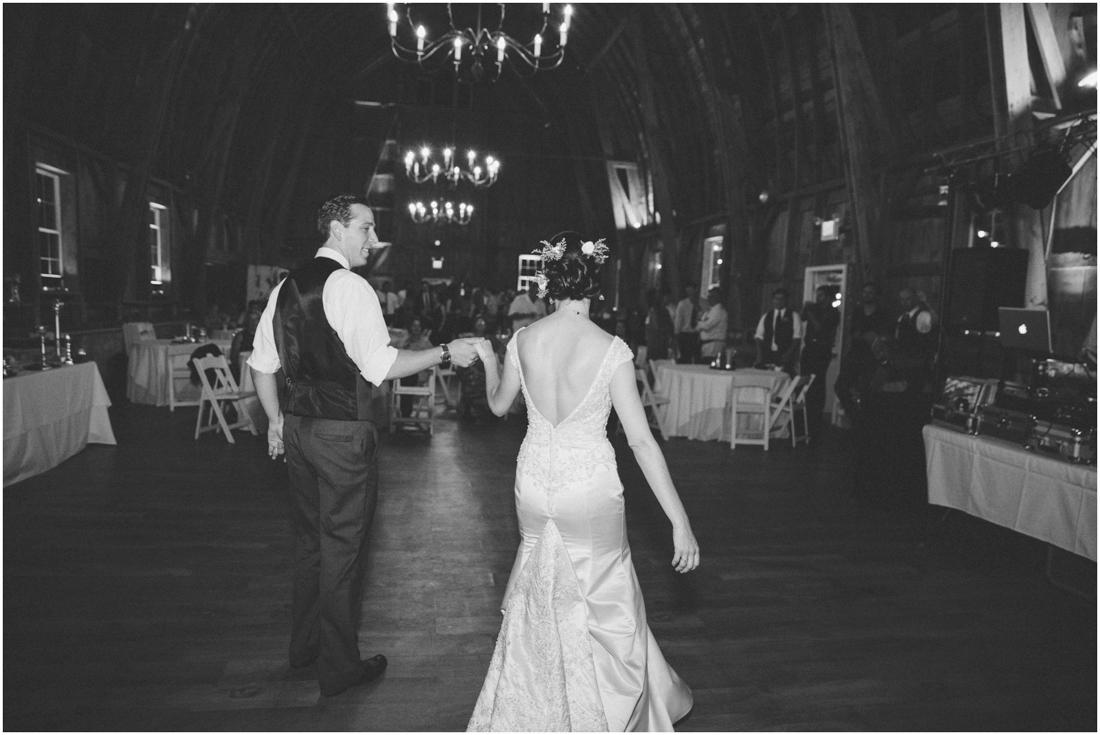 Indiana_barn_Wedding-165.jpg