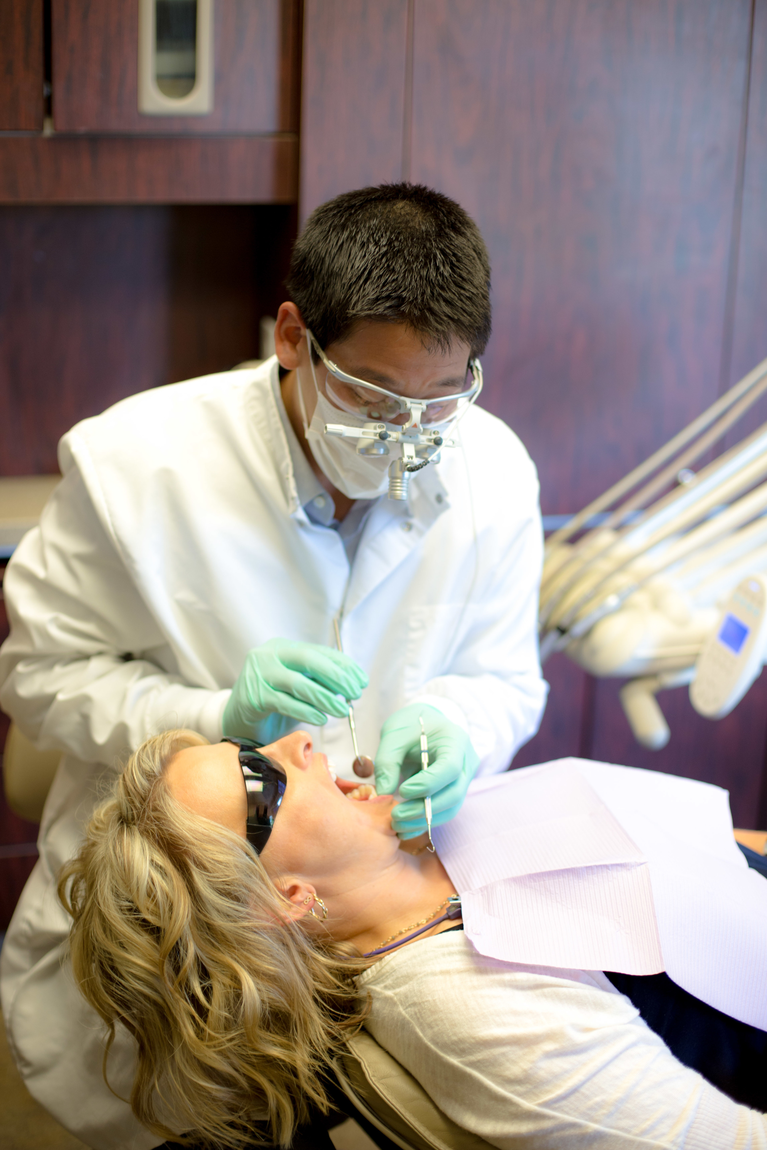 Dr. Ryan Chiang treating Bellevue Dental Arts patient