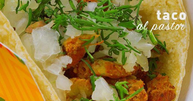 ☝️El único y original que no puedes dejar de ordenar si nos vienes a visitar😋🌮!!! 👉Taco al pastor: Carne al pastor con cilantro y cebolla. 📱Recuerda que estamos en: UberEats, Rappi y Domicilioscom 🏠O también nos puedes visitar en: http://www.elcarnal.com.co/locales-1/ --------- #battleofthetacos #realtacos #tacosalpastor #tacotuesday #tacos4life #tacoseveryday #lovefortacos #tacosalpastor #nomnom #eeeeeats #eatfresh #eatstagram #eatout #foodieforever #bestmexicanfood  #mexicaningredients #alpastor  #eatandshout #mexicanfoodporn #eatthis #eattheworld #bestfood #deliciousfood  #foodieforlife #bogotarestaurants #quecomer  #bogotafoodie #domiciliosbogota #bogotafood #bogotafoodlover