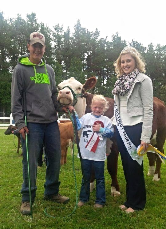 2015 SR Ambassador - Alexx - helping award ribbons with the 4-H program