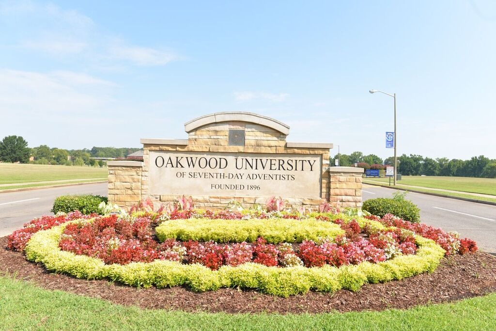 oakwood_sign.jpg
