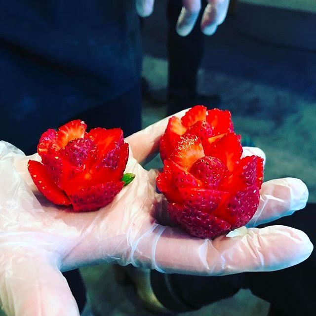 Strawberry roses X @dylanrose777 #foodporn #chefsalorange #longwharftheatre #knifeskillsonpoint #howdoyoulikethemstrawberries
