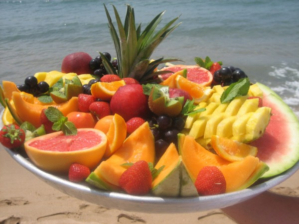 fresh_fruit_platter_at_plage_lannex_private_beach_club_and_beach_restaurant_in_cannes_south_of_france.jpg